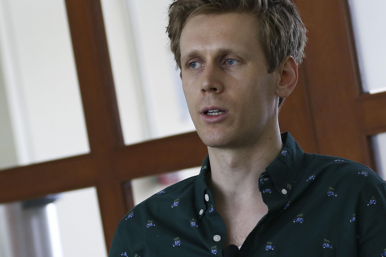 Luke Alexander Butler, Coordinador y responsable del Centro de Idiomas, en el Sistema de Universidad Virtual (UdeGVirtual), haciendo uso de la palabra.