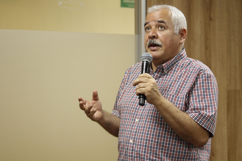 Maestro Luis Valdivia Ornelas, Coordinador de la licenciatura en Geografía del Centro Universitario de Ciencias Sociales y Humanidades (CUCSH), haciendo uso de la palabra.