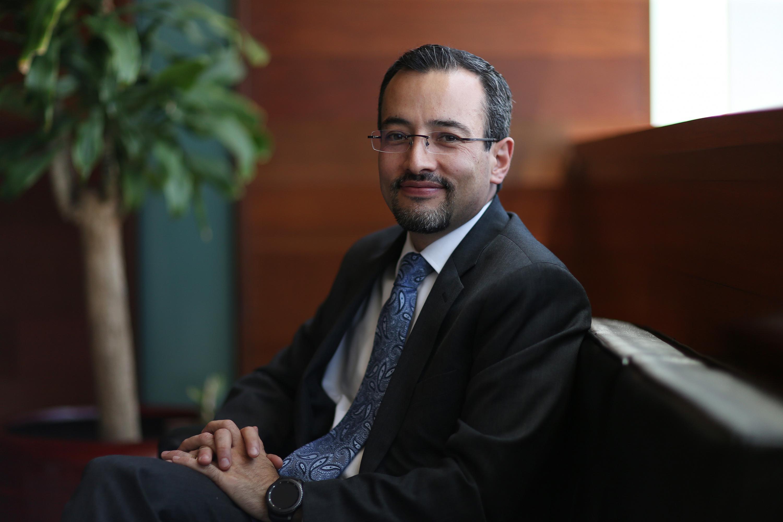 Doctor Carlos Iván Moreno Arellano, Coordinador General de Cooperación e Internacionalización (CGCI) de la Universidad de Guadalajara, participando en entrevista.