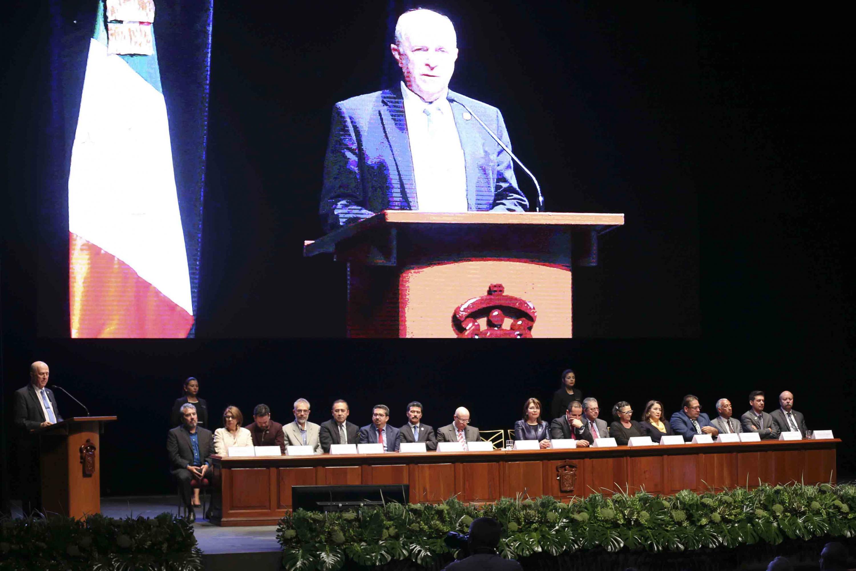Rector General de la UdeG, doctor Miguel Ángel Navarro Navarro, durante la ceremonia en el marco de los festejos por el Día del Maestro