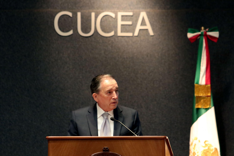 Presidente del INAP, Carlos Reta Martínez, haciendo uso de la palabra