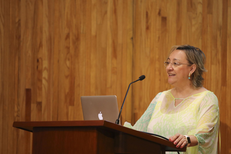Doctora María Ángela Nieto Toledano, investigadora del Instituto de Neurociencias de Alicante, España y ganadora del Premio México de Ciencia y Tecnología 2017, dictando una conferencia en el Paraninfo Enrique Díaz de León.