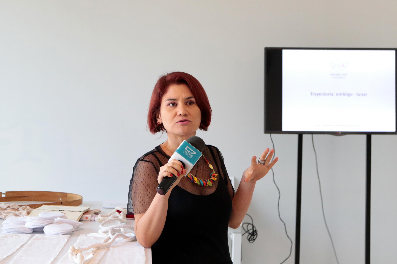 La escultora Andrea Rey, artista en residencia en el Museo de las Artes, de la Universidad de Guadalajara, en entrevista.