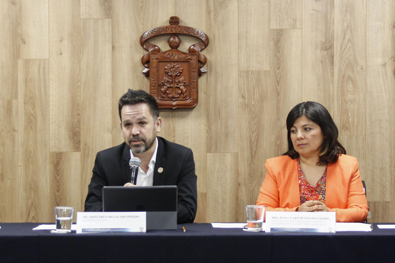 Doctor Aristarco Regalado Pinedo, Rector del CULagos, presentando los pormenores del programa de actividades.