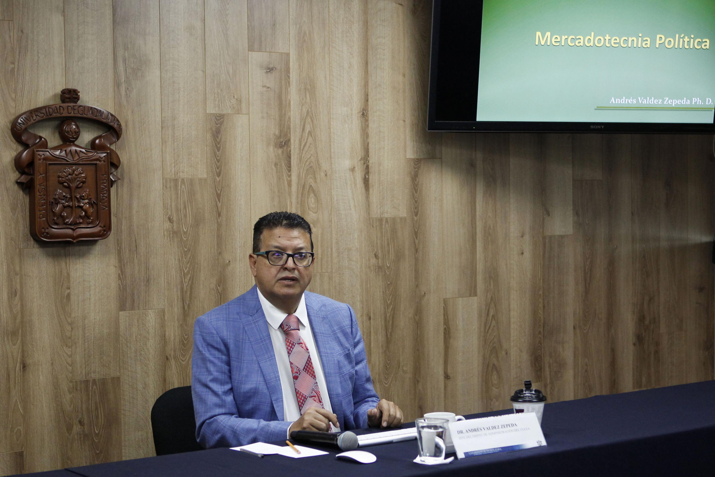 Especialista y catedrático de la Universidad de Guadalajara, doctor Andrés Valdez Zepeda.
