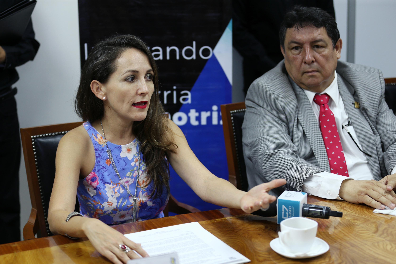 Maestra Nadia Paola Mireles Torres, Coordinadora de Relaciones Institucionales de la UdeG, haciendo uso de la palabra.