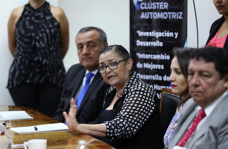 Doctora Ruth Padilla Muñoz, Rectora del Centro Universitario de Ciencias Exactas e Ingenierías (CUCEI), haciendo uso de la voz.