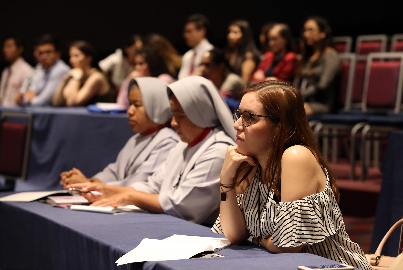 Audiencia del Vigésimo Tercer Simposium Internacional de Geriatría y Gerontología.