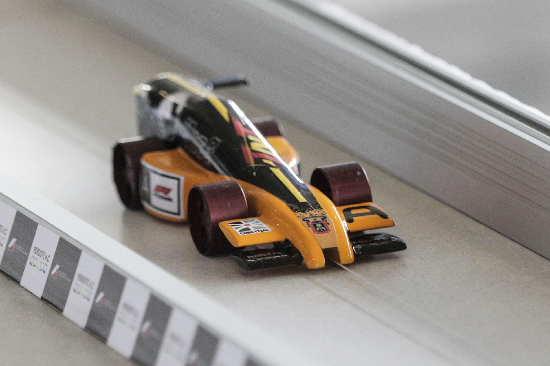 Carro miniatura de Formula 1, diseñado por el equipo Escudería TNT Racing, de la Preparatoria Tonalá.