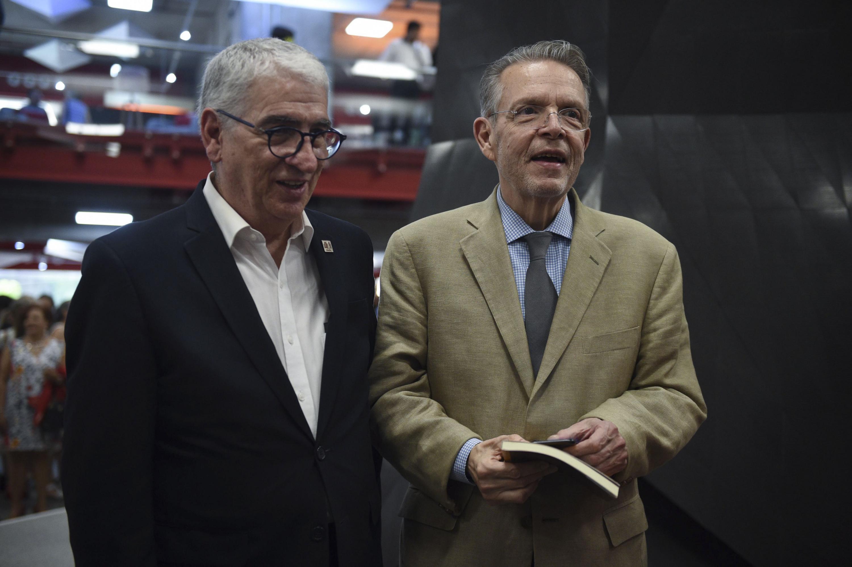Asistentes del acto de inauguración de la Librería Carlos Fuentes.