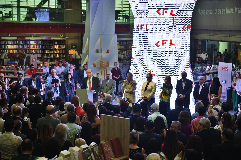 Inauguración de la  Librería Carlos Fuentes, de la Universidad de Guadalajara, en el corazón del Centro Cultural Universitario.
