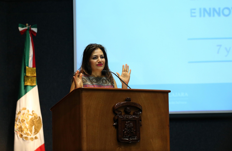 Titular de la Coordinación de Innovación Educativa y Pregrado de esta Casa de Estudio, doctora Patricia Rosas Chávez, haciendo uso de la palabra