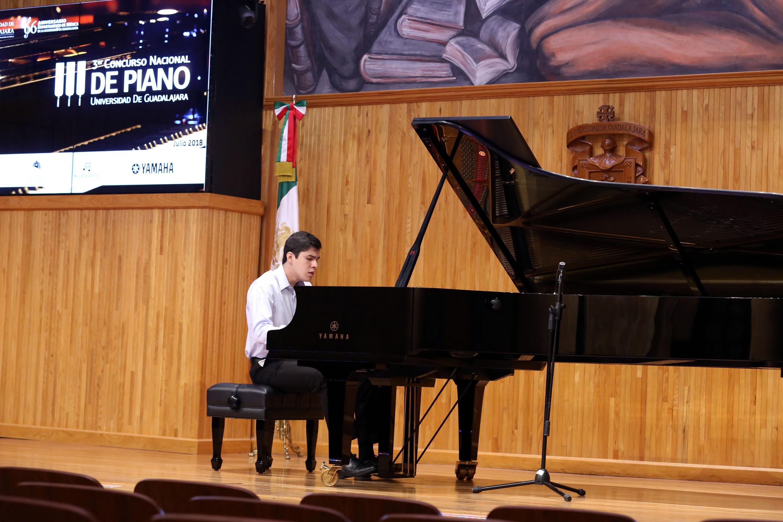 Otro joven participante del tercer Concurso Nacional de Piano