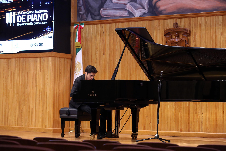 Joven estudiante de musica del tercer Concurso Nacional de Piano