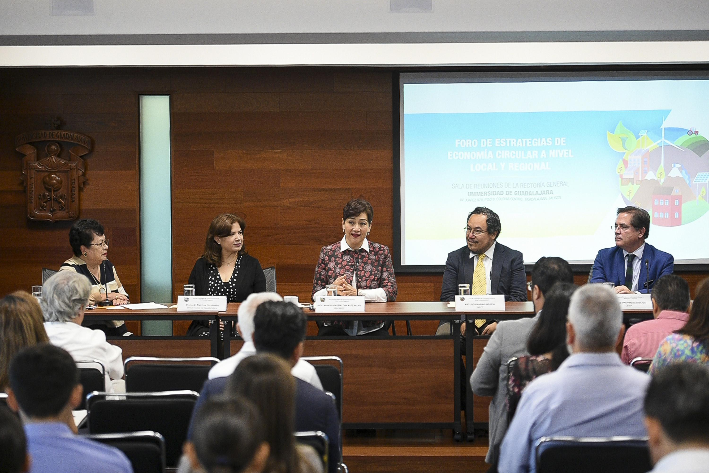 Inauguración del Foro de Estrategias de Economía Circular a nivel local y regional; celebrada en la Sala de reuniones de Rectoría General.