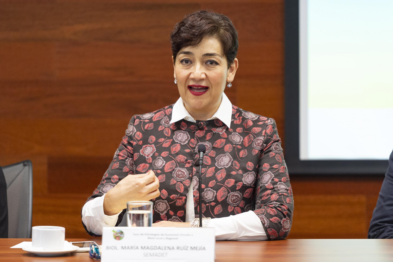 Bióloga María Magdalena Ruíz Mejía, títular de la SEMADET; haciendo uso de la palabra.