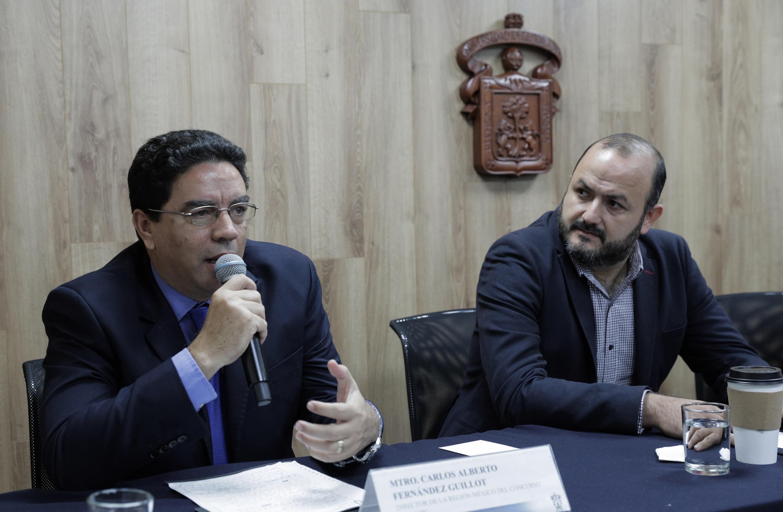 Director de la Oficina de Sistemas de Información del ITESO, maestro Carlos Fernández Guillot, haciendo uso de la palabra durante rueda de prensa