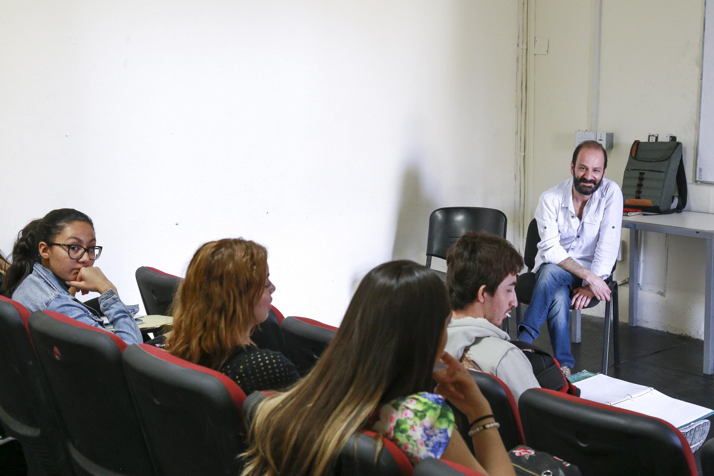 Felipe Botero cuenta su experiencia a los estudiantes del CUAAD