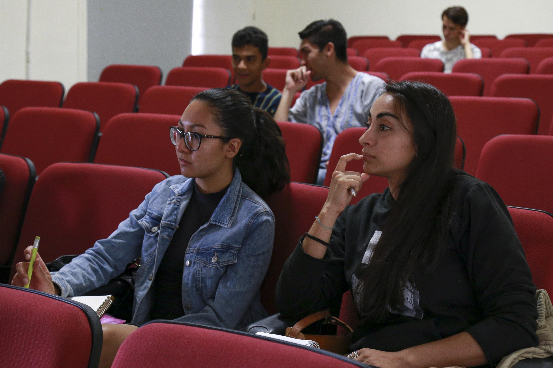 estudiantes de la licenciatura en Artes Escénicas para la Expresión Teatral