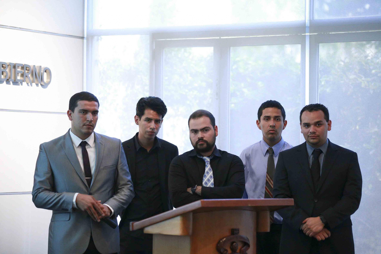 Equipo de estudiantes concursantes en la Tercera Escuela Internacional de Verano.