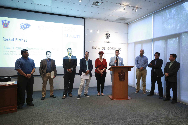 Ceremonia de premiación desarrollada en la Sala de Toma de Decisiones del Centro Universitario de Ciencias Económico Administrativas, de la UdeG.