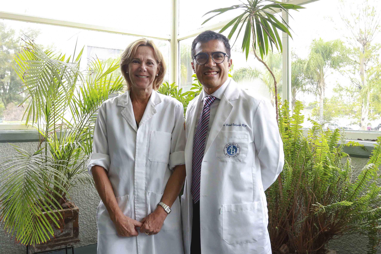 Doctora Fafutis Morris y el doctor Vidal Delgado Rizo, investigadores del Laboratorio de Inmunología del CUCS