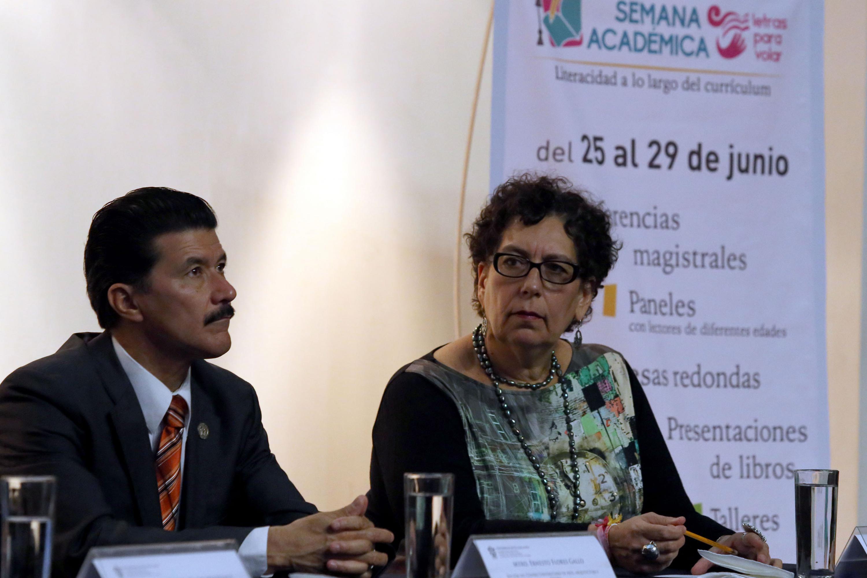 Miembros del presidium participando en el octavo Informe de Actividades de la doctora Patricia Rosas Chávez