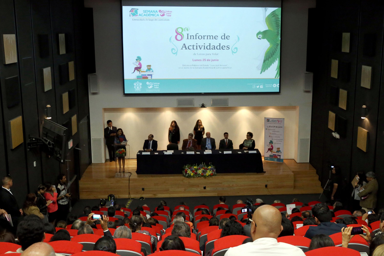 Doctora Patricia Rosas Chávez, Coordinadora de Innovación Educativa y Pregrado de la Universidad de Guadalajara, Durante la lectura de su octavo Informe de Actividades en el auditorio José Cornejo Franco, de la Biblioteca Pública del Estado de Jalisco