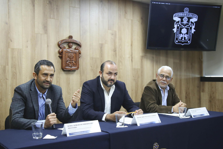 En rueda de prensa el rector de CUTONALA presentro al maestro Sergio Graf