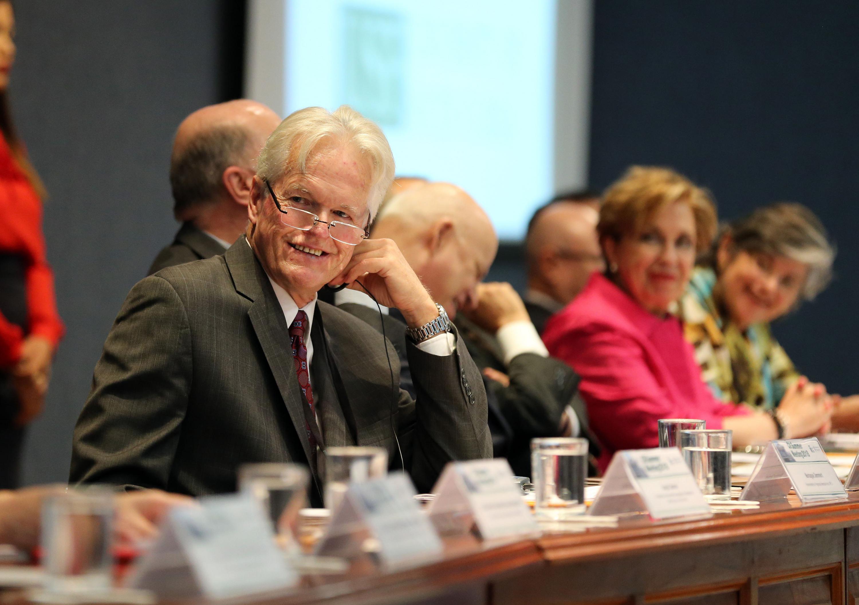 Ponente participando durante la ceremonia de inauguración de la Reunión de Verano de la Comisión de Iniciativas Internacionales de la Asociación de Universidades Públicas de Estados Unidos de América