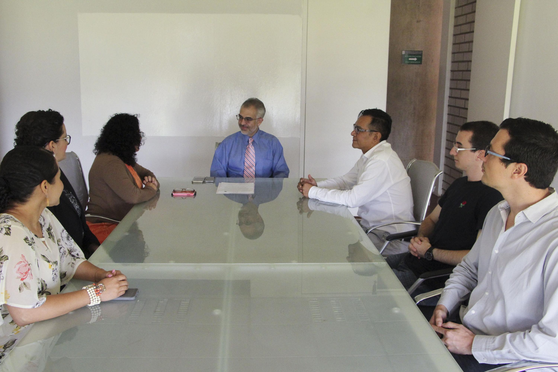 Rector del CUAltos, maestro  Guillermo Arturo Gómez Mata, reunido con especialistas de la Universidad de Stanford, EUA.