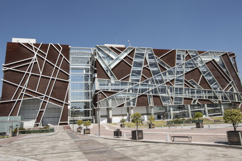 Fachada de la Biblioteca Pública del Estado de Jalisco (BPEJ) Juan José Arreola.