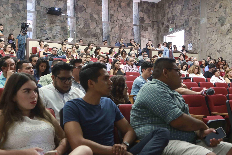 Miembros de la comunidad universitaria asistieron a la sesión del Consejo del CUCSH