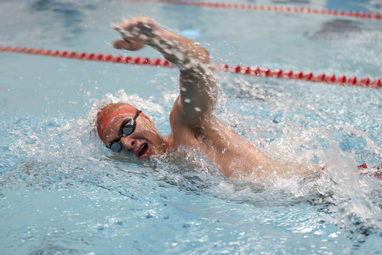 Alfredo Villa Mejía, en el momento de su competencia de natación.