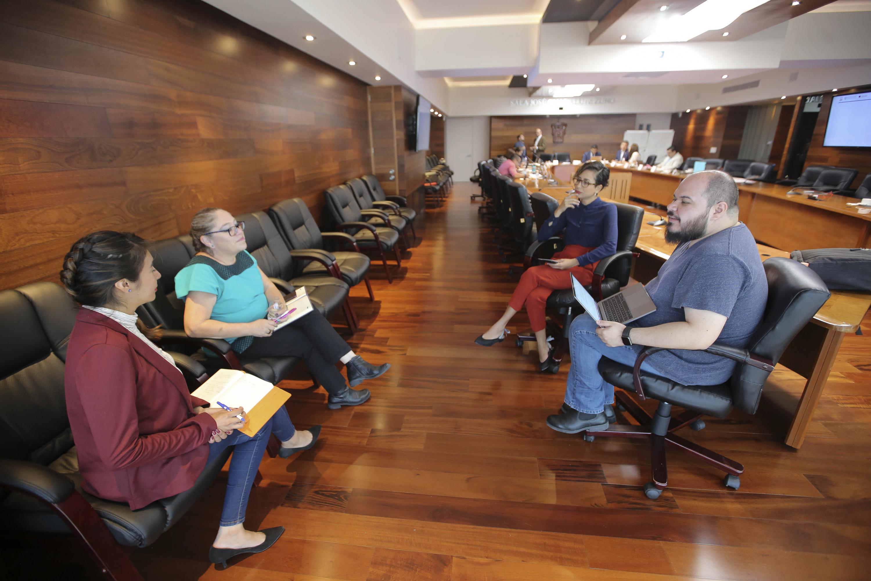 Asistentes al taller en el salón José Guadalupe Zuno, del Edificio de Rectoría General de la Universidad de Guadalajara.