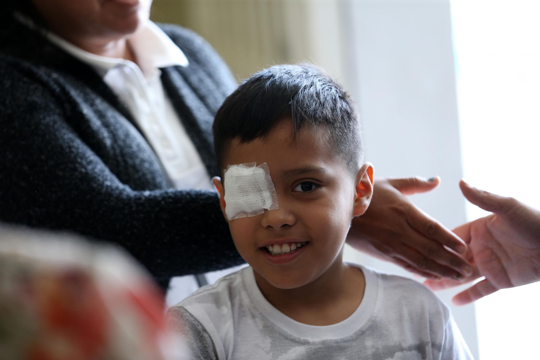 El niño llegó a la clinica con un parche cubriendole el espacio donde sufio la lesion