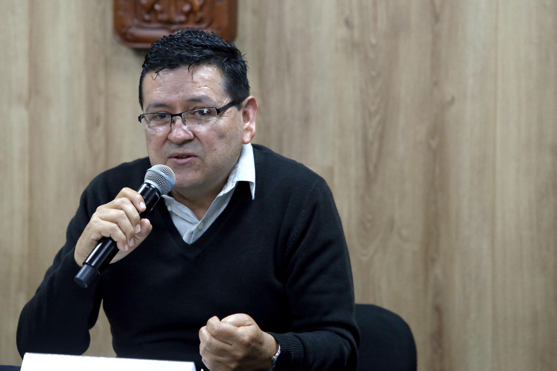 El doctor Gustavo Moya Raygoza durante su participacion en la rueda de prensa