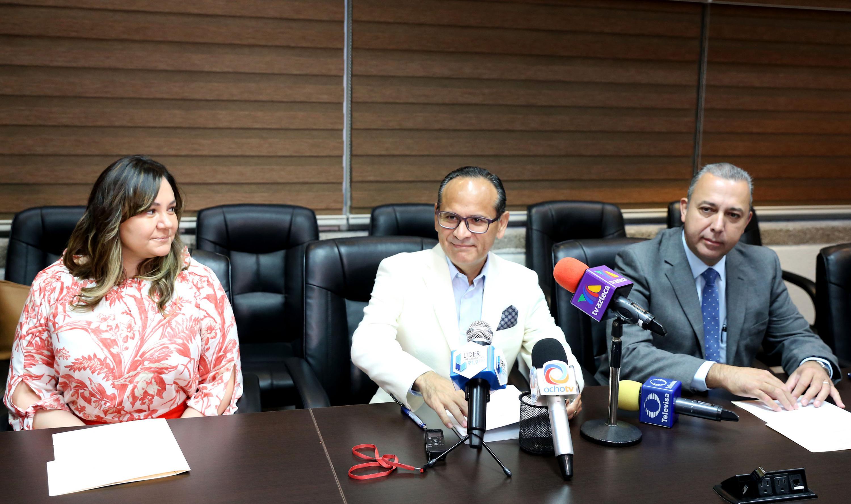 El director del Hospital Civil de Guadalajara y otras autoridades en el evento de arranque de la campaña de donacio hablaron sobre la Hepatitis C