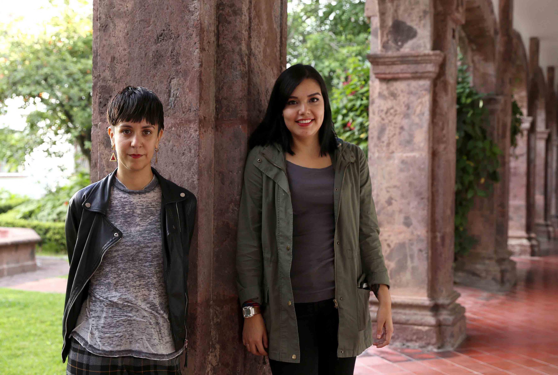 Las ganadoras del premio posan en uno de los pasillos de la Casa Zuno