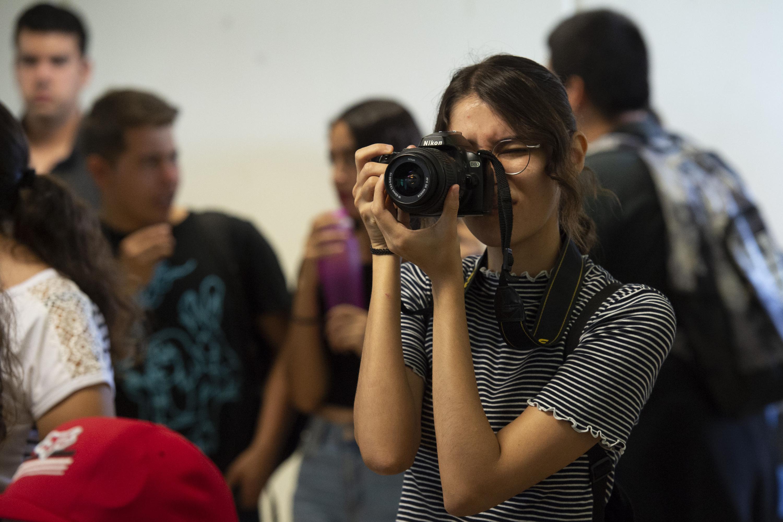 Una joven estudiante de periodismo fotografía a Guillermo Rivera