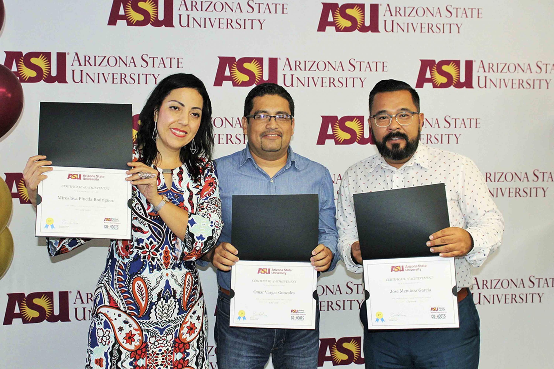 Académicos de la Universidad de Guadalajara mostrando sus reconocimientos; como parte del programa Study US del Foro Bilateral sobre Educación Superior, Innovación e Investigación (FOBESII).
