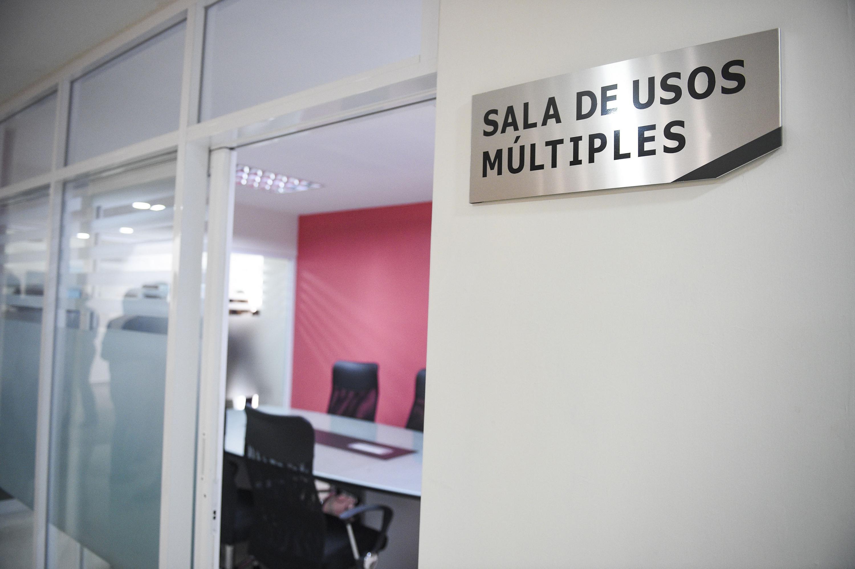 Entrada del área de la sala de usos múltiples.