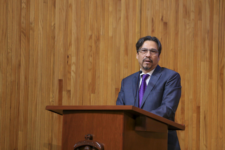 Gonzalez Rojas durante la presentacion de la revista