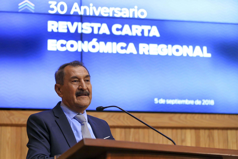 El doctor Jesus Arroyo Alejandre al hablar desde el podium al publico presente