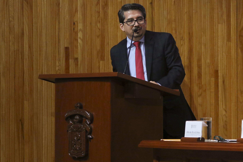 El rector de CUCEA durante su intervencion al microfono