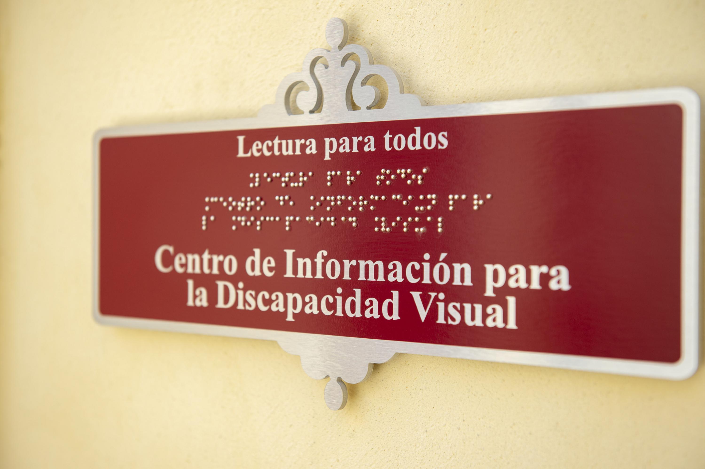 """Letrero del Centro de Información para la Discapacidad Visual, """"Lectura para Todos"""""""
