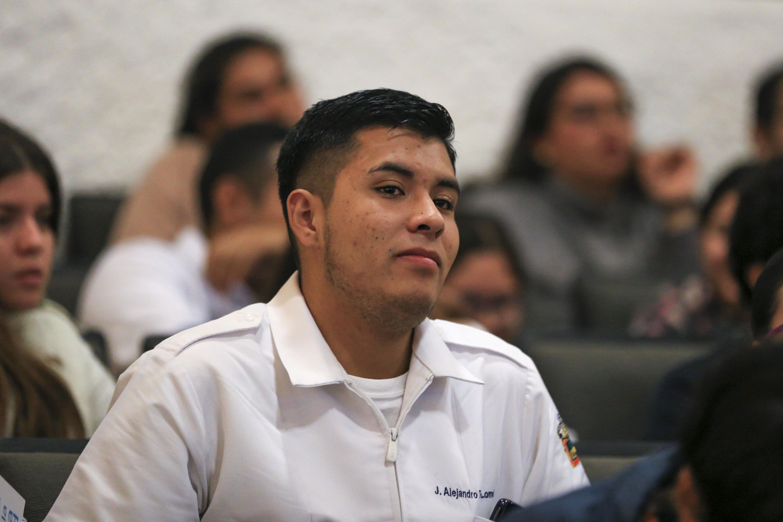 Estudiante del plantel, asistente al evento.