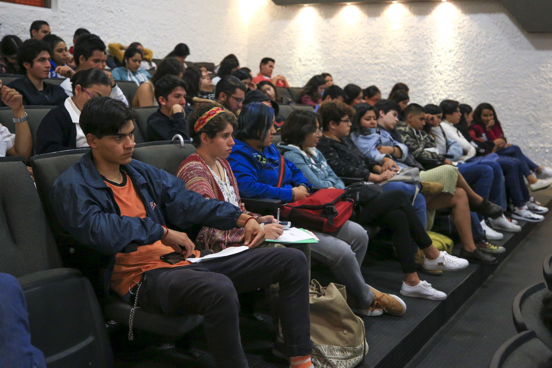 Vista panorámica de los asistentente a conferencia.