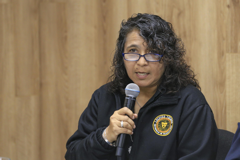Coordinadora de Control Escolar del CUCEA, maestra María del Refugio Rodríguez Gallegos, haciendo uso de la palabra