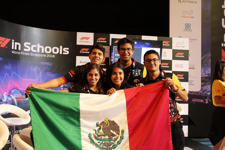 El equipo de estudiantes lo conformaron dos alumnas, dos alumnos y un maestro de Tonala